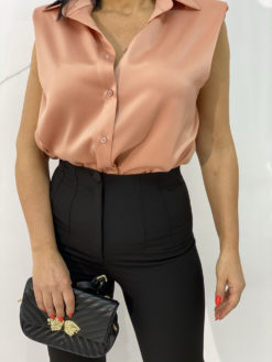 Shelby Black pantalone i Margot Salmon bluza
